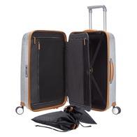 Kompletta invändiga förvaringslösningar, bl.a. en smart packningsbåge, praktiska fickor och påsar.